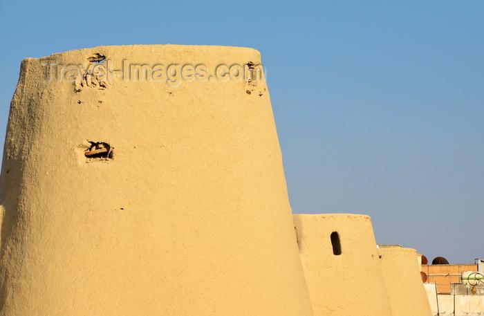 saudi-arabia95: Saudi Arabia - Riyadh: tribal clothes with jambiya ceremonial dagger (photo by F.Rigaud) - (c) Travel-Images.com - Stock Photography agency - Image Bank