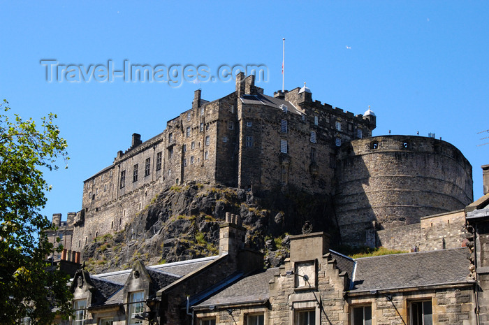 scot113: Scotland - Edinburgh: the castle from the backside - photo by C.McEachern - (c) Travel-Images.com - Stock Photography agency - Image Bank