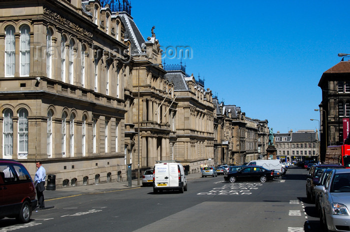 scot115: Scotland - Edinburgh: street scene - great architecture - photo by C.McEachern - (c) Travel-Images.com - Stock Photography agency - Image Bank
