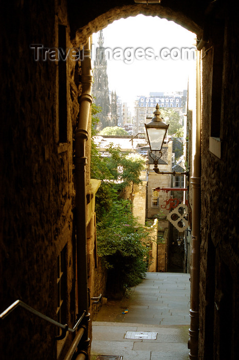 scot123: Scotland - Edinburgh: Advocate's Close or narrow passage leading to residentialf lats in the heart of the city - photo by C.McEachern - (c) Travel-Images.com - Stock Photography agency - Image Bank
