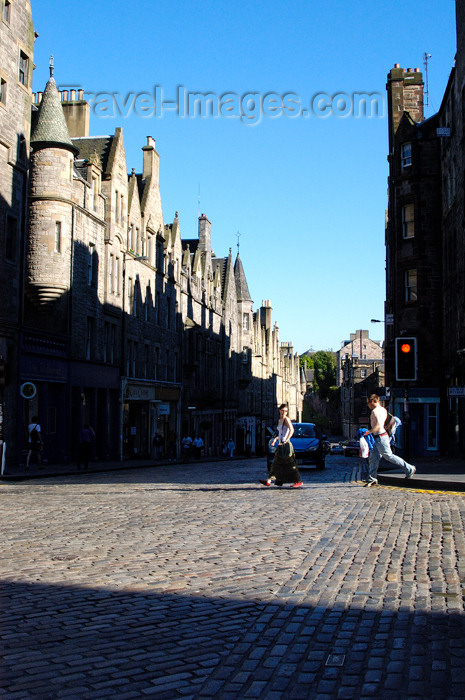 scot126: Scotland - Edinburgh: There is no scarcity of amazing architecture or tourists busy checking it out - photo by C.McEachern - (c) Travel-Images.com - Stock Photography agency - Image Bank