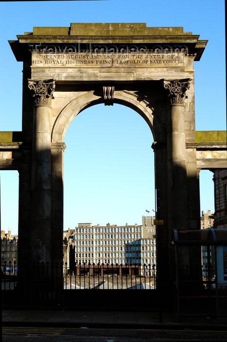scot137: Scotland - Edinburgh: gate on Regent Bridge - 1819 Arch to mark the entrance of Prince Leopoldof Saxe Cobourg - photo by C.McEachern - (c) Travel-Images.com - Stock Photography agency - Image Bank