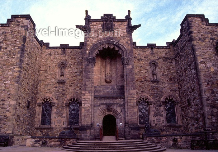 scot28: Scotland - Ecosse - Edinburgh: the castle - Scottish National War Memorial in Crown Square - photo by F.Rigaud - (c) Travel-Images.com - Stock Photography agency - Image Bank