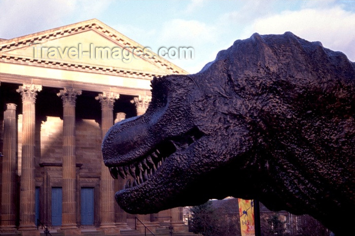 scot30: Scotland - Ecosse - Edinburgh: dinosaur and portico - photo by F.Rigaud - (c) Travel-Images.com - Stock Photography agency - Image Bank