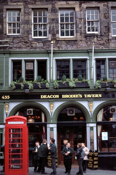 scot75: Scotland - Ecosse - Scotland - Edinburgh: Deacon Brodie's tavern - Lawnmarket - photo by F.Rigaud - (c) Travel-Images.com - Stock Photography agency - Image Bank