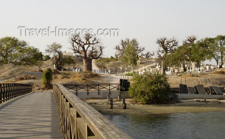 senegal12: Senegal - Joal-Fadiouth: cemetery island - photo by G.Frysinger - (c) Travel-Images.com - Stock Photography agency - Image Bank