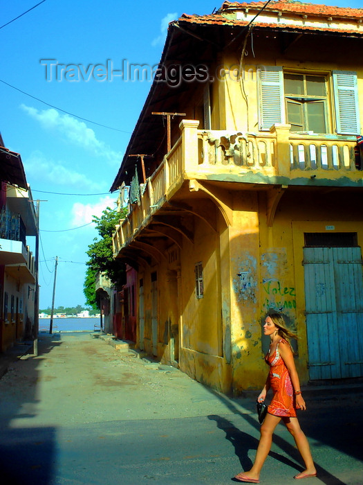 senegal121: Saint-Louis / Ndar, Senegal: European tourist in the old town - colonial architecture - photo by T.Trenchard - (c) Travel-Images.com - Stock Photography agency - Image Bank