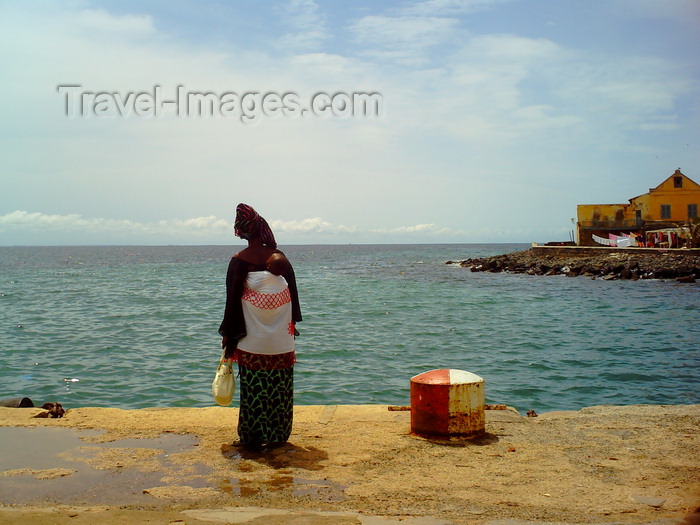 senegal122: Gorée Island / Île de Gorée, Dakar, Senegal: woman with her baby by the sea - photo by T.Trenchard - (c) Travel-Images.com - Stock Photography agency - Image Bank