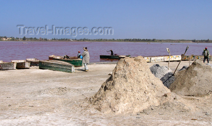 senegal13: Senegal - Lake Retba or Lake Rose: lies on the north side of the Cap Vert peninsula - salt - photo by G.Frysinger - (c) Travel-Images.com - Stock Photography agency - Image Bank