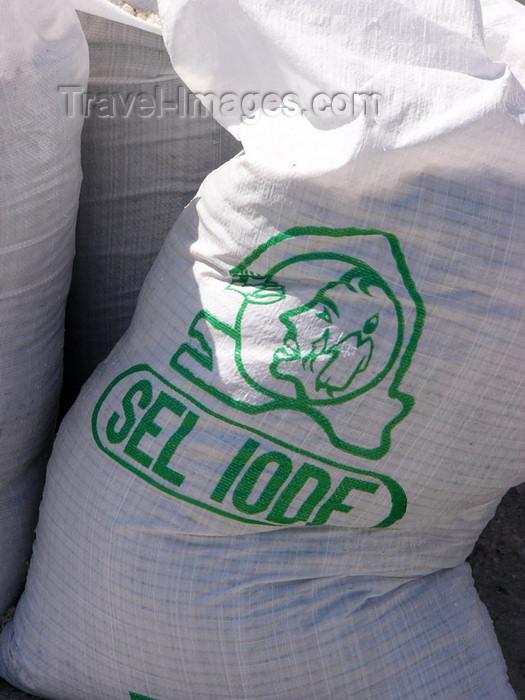 senegal17: Senegal - Lake Retba or Lake Rose: sack of salt - photo by G.Frysinger - (c) Travel-Images.com - Stock Photography agency - Image Bank