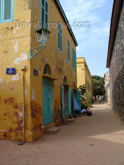 senegal41: Senegal - Gorée Island: narrow street - photo by G.Frysinger - (c) Travel-Images.com - Stock Photography agency - Image Bank