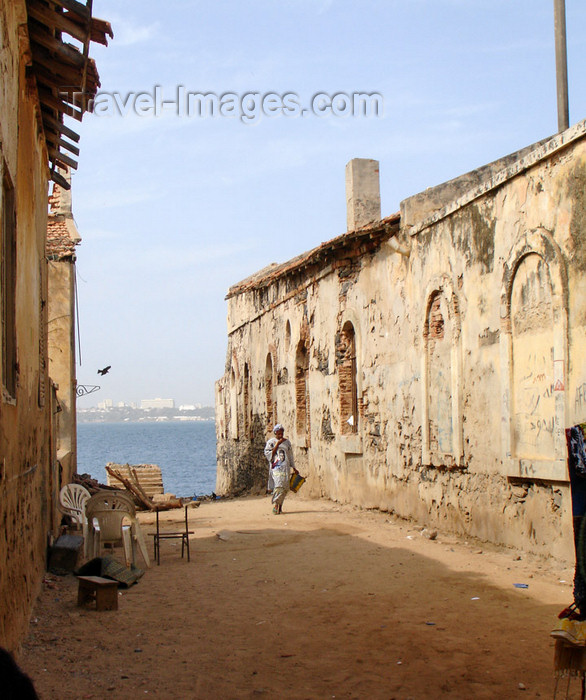 senegal44: Senegal - Gorée Island: ruins and the sea - photo by G.Frysinger - (c) Travel-Images.com - Stock Photography agency - Image Bank