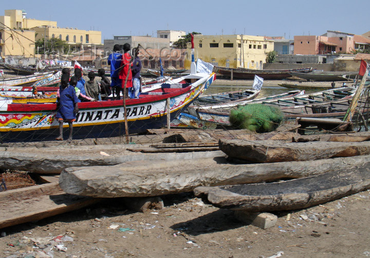senegal75: Senegal - Saint Louis: Fisherman's Village - building canoes from a single trunk - photo by G.Frysinger - (c) Travel-Images.com - Stock Photography agency - Image Bank