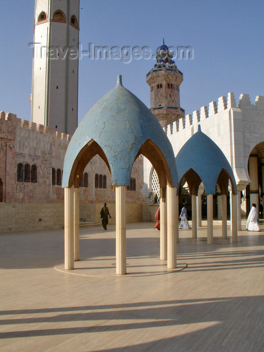 senegal86: Senegal - Touba - Great mosque - blue domes - photo by G.Frysinger - (c) Travel-Images.com - Stock Photography agency - Image Bank