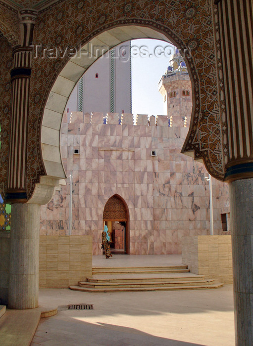 senegal88: Senegal - Touba - Great mosque - arch - photo by G.Frysinger - (c) Travel-Images.com - Stock Photography agency - Image Bank