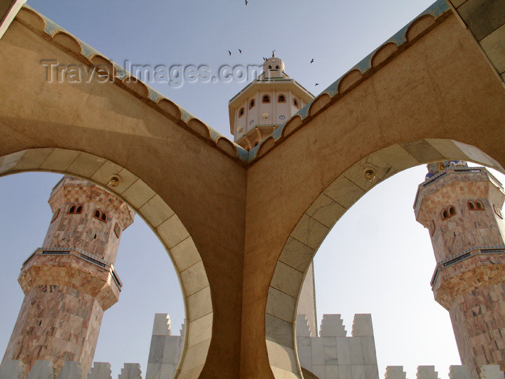 senegal91: Senegal - Touba - Great mosque - two arches and three minarets - photo by G.Frysinger - (c) Travel-Images.com - Stock Photography agency - Image Bank