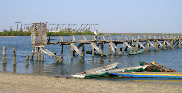 senegal97: Senegal - Joal-Fadiouth: Shell village - old bridge - photo by G.Frysinger - (c) Travel-Images.com - Stock Photography agency - Image Bank