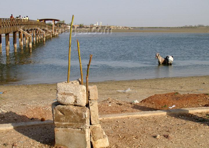 senegal98: Senegal - Joal-Fadiouth: shell village - beach - photo by G.Frysinger - (c) Travel-Images.com - Stock Photography agency - Image Bank