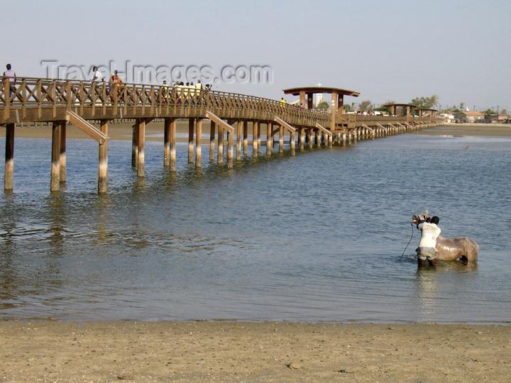 senegal99: Senegal - Joal-Fadiouth: shell village - bridge - photo by G.Frysinger - (c) Travel-Images.com - Stock Photography agency - Image Bank
