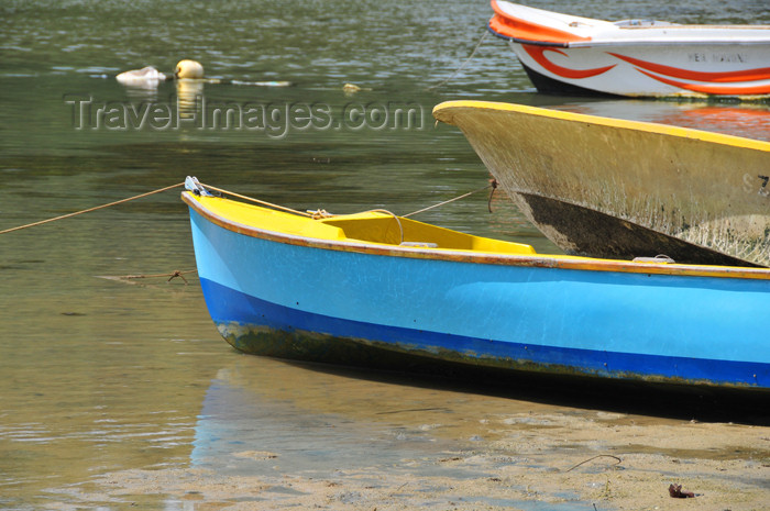 seychelles116: Mahe, Seychelles: Anse Etoile - small boats on the beach - photo by M.Torres - (c) Travel-Images.com - Stock Photography agency - Image Bank