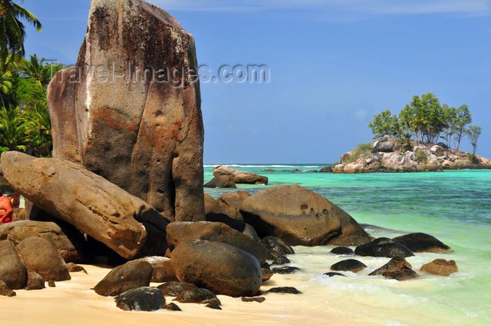 seychelles129: Mahe, Seychelles: Anse Royal - ile Souris and large rocks - photo by M.Torres - (c) Travel-Images.com - Stock Photography agency - Image Bank