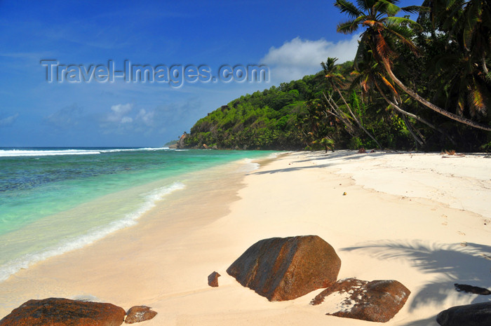 seychelles137: Mahe, Seychelles: Anse Baleine - the warm, quiet waters of the Indian Ocean - beach and rocks - photo by M.Torres - (c) Travel-Images.com - Stock Photography agency - Image Bank