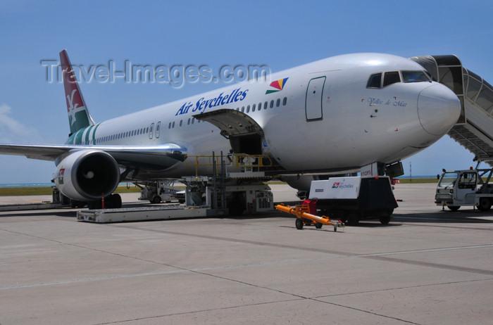 seychelles148: Mahe, Seychelles: Air Seychelles Boeing 767-37D(ER) S7-AHM - Seychelles International Airport - SEZ - photo by M.Torres - (c) Travel-Images.com - Stock Photography agency - Image Bank