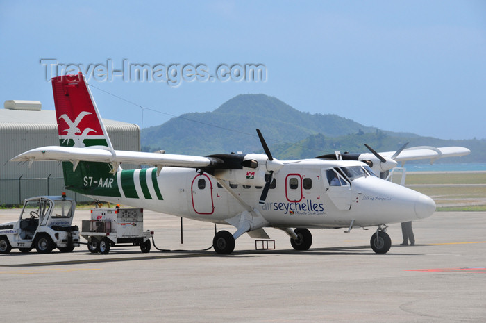 seychelles149: Mahe, Seychelles: Air Seychelles De Havilland Canada DHC-6-300 Twin Otter S7-AAR (cn 539) - Seychelles International Airport - SEZ - photo by M.Torres - (c) Travel-Images.com - Stock Photography agency - Image Bank