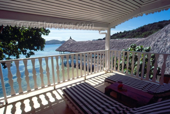 seychelles41: Seychelles - Praslin island: verandah over the Indian Ocean - Hotel La Reserve - photo by F.Rigaud - (c) Travel-Images.com - Stock Photography agency - Image Bank