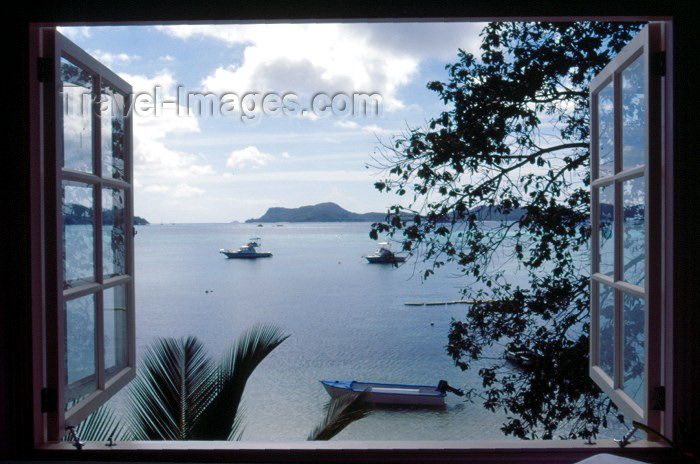 seychelles43: Seychelles - Praslin island: a window at Hotel L'Archipel I - photo by F.Rigaud - (c) Travel-Images.com - Stock Photography agency - Image Bank