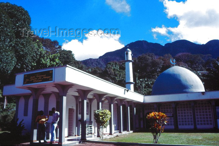 seychelles6: Seychelles - Mahe island: Victoria - Sheik Muhammad Bin Khalifa Al-Nahagan Mosque - photo by F.Rigaud - (c) Travel-Images.com - Stock Photography agency - Image Bank