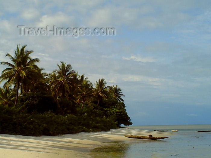 sierra-leone14: Turtle Islands, Southern Province, Sierra Leone: unspoilt beach and canoe - photo by T.Trenchard - (c) Travel-Images.com - Stock Photography agency - Image Bank