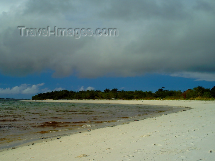 sierra-leone16: Turtle Islands, Southern Province, Sierra Leone: white sand beach on the Atlantic ocean - photo by T.Trenchard - (c) Travel-Images.com - Stock Photography agency - Image Bank