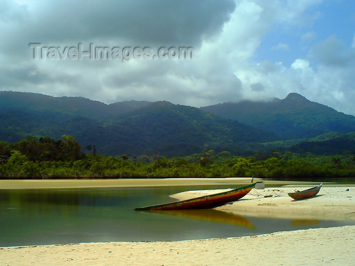 sierra-leone28: Freetown Peninsula, Sierra Leone: lagoon at River No.2 Beach - photo by T.Trenchard - (c) Travel-Images.com - Stock Photography agency - Image Bank