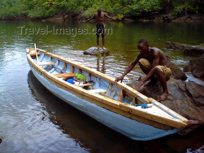 sierra-leone34: Guma River, Western Area National Park, Freetown Peninsula, Sierra Leone: small wooden boat on the river - photo by T.Trenchard - (c) Travel-Images.com - Stock Photography agency - Image Bank