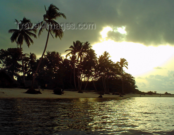 sierra-leone36: Turtle Islands, Southern Province, Sierra Leone: sunset on the beach - Sei Island - photo by T.Trenchard - (c) Travel-Images.com - Stock Photography agency - Image Bank