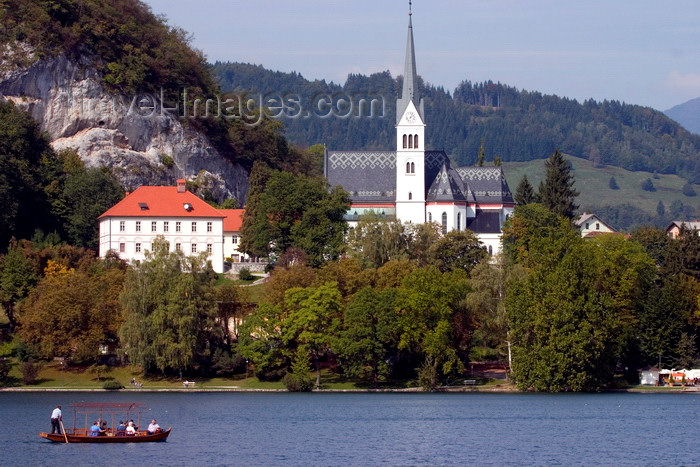 slovenia171: Slovenia - Gondolier rowing tourists across Lake Bled with Bled church in background - photo by I.Middleton - (c) Travel-Images.com - Stock Photography agency - Image Bank