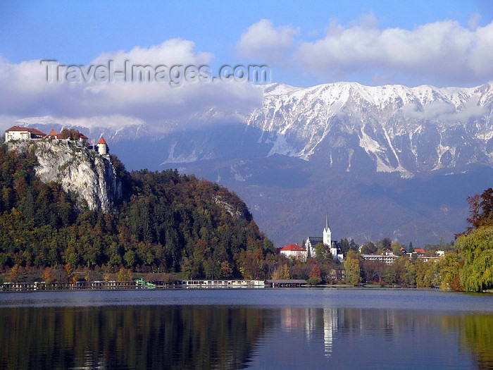 slovenia23: Slovenia - Lake Bled - Upper Carniola / Gorenjska region: Bled Castle and the lake - Blejski grad - photo by R.Wallace - (c) Travel-Images.com - Stock Photography agency - Image Bank