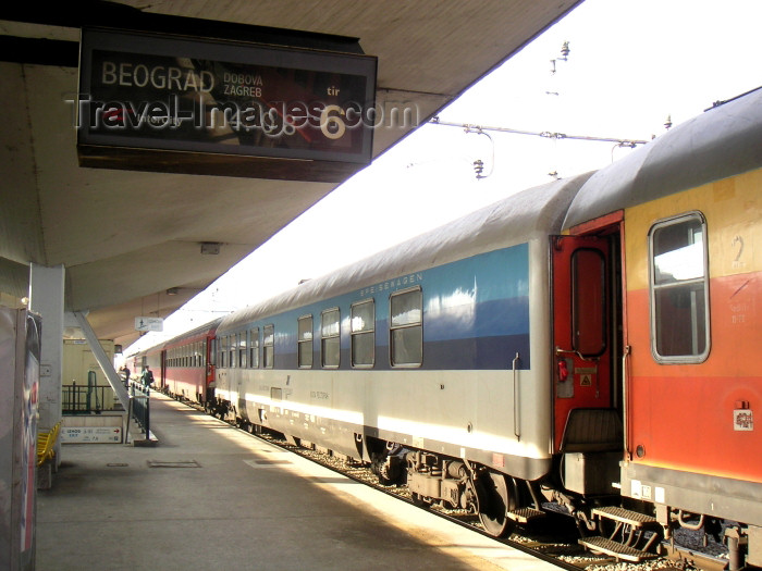 slovenia31: Slovenia - Ljubljana / LJU : daily train from Slovenia through Croatia to Serbia - train station - Vlak - photo by A.Kilroy - (c) Travel-Images.com - Stock Photography agency - Image Bank
