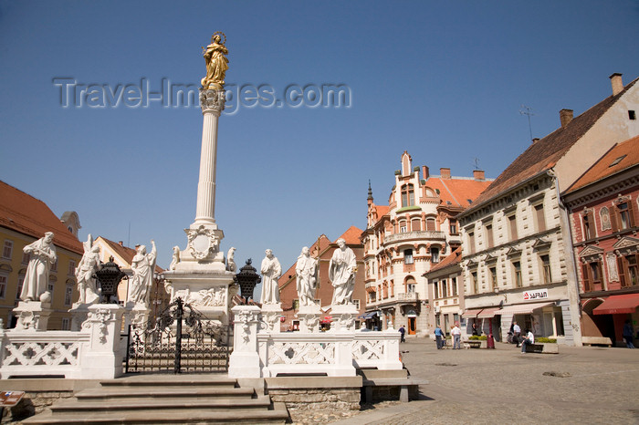 slovenia439: Glavni Trg and the Plague pilllar, Maribor, Slovenia - photo by I.Middleton - (c) Travel-Images.com - Stock Photography agency - Image Bank