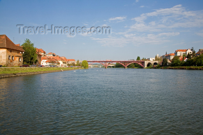 slovenia455: the Drava / Drau River, Maribor, Slovenia - photo by I.Middleton - (c) Travel-Images.com - Stock Photography agency - Image Bank