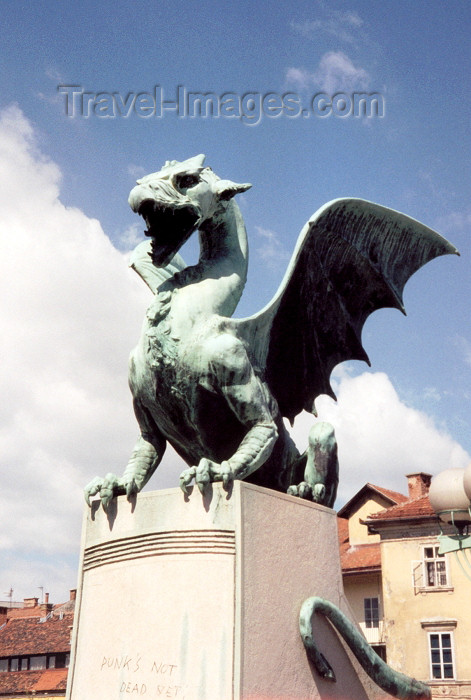 slovenia5: Slovenia - Ljubliana: dragon guarding the bridge - Zmajski most - photo by M.Torres - (c) Travel-Images.com - Stock Photography agency - Image Bank