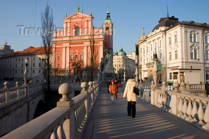 slovenia61: Triple Bridge / Tromostovje, designed by Joze Plecnik and the Franciscan church of the Annunciation in Presernov trg, Ljubljana, Slovenia - photo by I.Middleton - (c) Travel-Images.com - Stock Photography agency - Image Bank