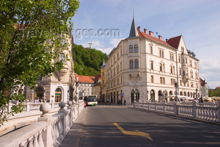 slovenia87: Triple bridge - view from Preseren square along Stritarjeva ulica towards the Castle, Ljubljana, Slovenia - photo by I.Middleton - (c) Travel-Images.com - Stock Photography agency - Image Bank