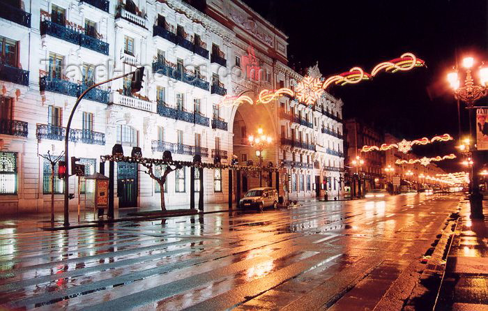 spai135: Spain / España - Cantabria - Santander: along Paseo de Pereda - rainy night (photo by Miguel Torres) - (c) Travel-Images.com - Stock Photography agency - Image Bank