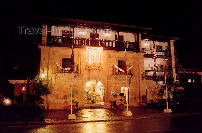 spai138: Spain / España - Cantabria - Santillana del Mar: hotel in a medieval residence - hotel Los Infantes (photo by Miguel Torres) - (c) Travel-Images.com - Stock Photography agency - Image Bank