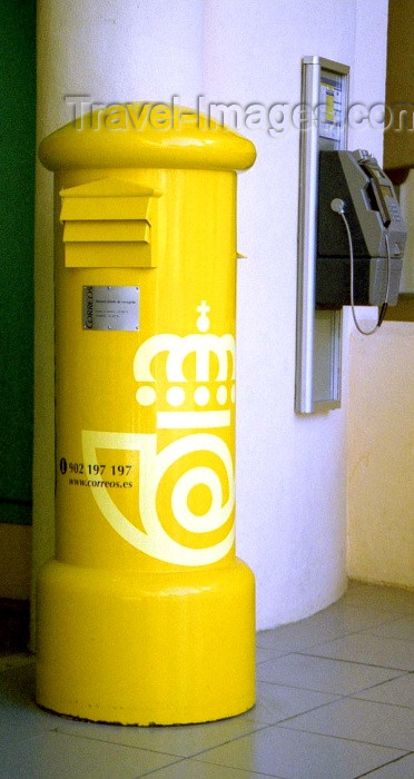 spai193: Spain / España - Benalmádena Costa  (provincia de Malaga - Costa de Sol): yellow post box at the marina / correos - caja postal - puerto deportivo - photo by D.Jackson - (c) Travel-Images.com - Stock Photography agency - Image Bank