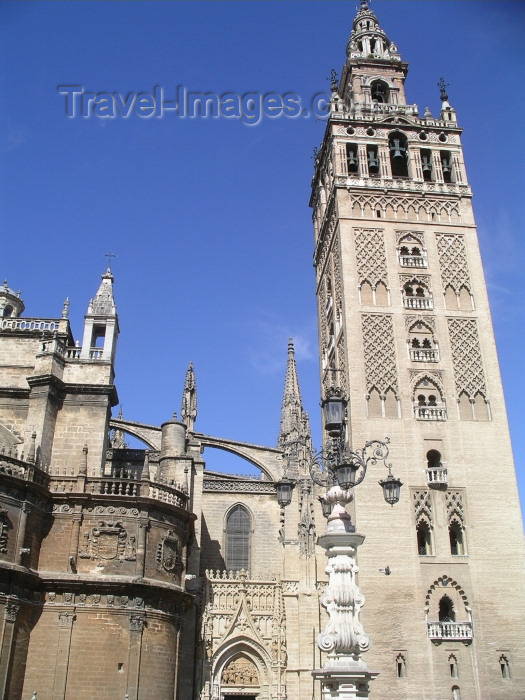 spai207: Sevilla, Andalucia, Spain / España: the Giralda, built as an Almohad minaret and the Cathedral - photo by R.Wallace - (c) Travel-Images.com - Stock Photography agency - Image Bank