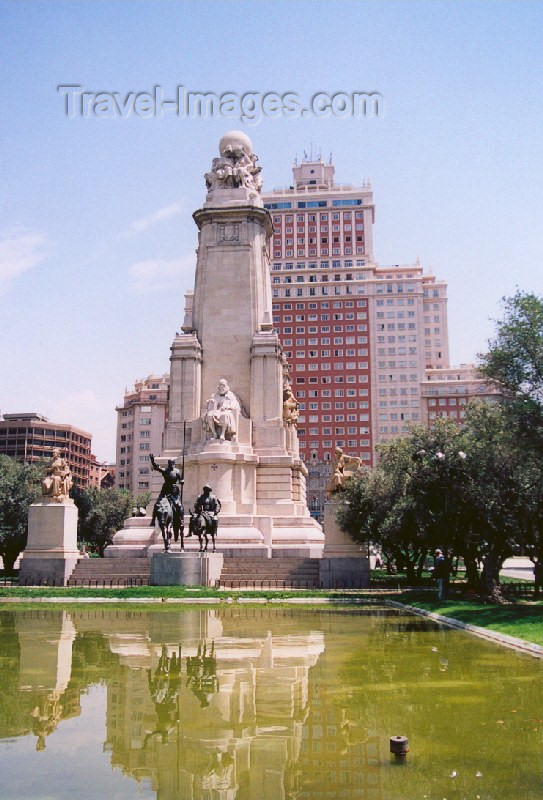 spai22: Spain / España - Madrid: Cervantes and Don Quixote at the Plaza de España - Edificio España in the background - photo by M.Torres - (c) Travel-Images.com - Stock Photography agency - Image Bank