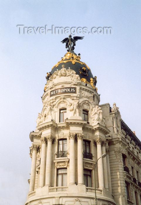 spai26: Spain / España - Madrid: Metropolis building - architects Jules & Raymond Février - corner of Calle de Alcalá and Gran Via - statue of a winged Goddess Victoria - Edificio Metropolis - photo by M.Torres - (c) Travel-Images.com - Stock Photography agency - Image Bank